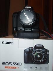 canon 550d kit 18-55 + батарейний блок