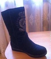 Продам б/у женская обувь.Теплые войлочные сапожки, очень теплые.