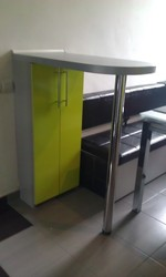 Кухонна барна стійка зроблена за ексклюзивним замовленням.