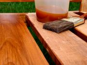 Применяется масло для обработки древесины с усиленной впитываемостью.