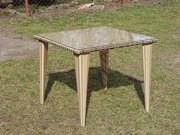 Плетений стіл
