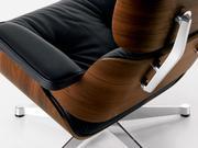 Кресло Lounge Chair невероятно комфортно: кожаные подушки обволакивают
