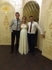 Платье светло бежевого цвета на свадьбу или выпускной