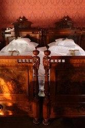 Куплю спальню в комплекте или двуспальную старинную кровать